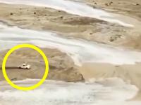 涸れ川(ワジ)の洪水から猛スピードで逃げ切るランクル70の映像が5万イイネを突破。