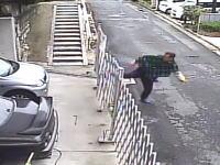 広島市長楽寺で撮影された隣人トラブルが怖い監視カメラ。ボコ蹴りのおっさんどうした。