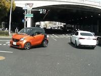 怖すぎワロタ!神戸で高齢者の女性が運転する車がとんでもない事になっているドライブレコーダー。