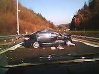 これはスルーが正解なのかな?目の前で起きた大事故をギリギリで回避車載。中央道
