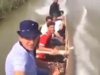 ボート同士が衝突してしまう事故の瞬間を完璧なタイミングで捉えた自撮りカメラ。
