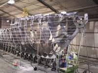 造船タイムラプス。23メートルのアルミ船が作られる6か月の作業を2分間で。