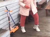このおばあちゃん何者だwwwめちゃくちゃカッコ良く踊ってしまうおばあちゃんの映像。