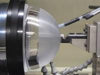 レンズドームをダイヤモンドターニングによる超精密加工で仕上げるビデオが面白い。