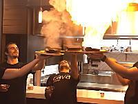 レストランで「サガナキ」を注文しすぎて起きたハプニングのビデオがwww