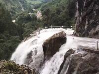 うっそだろ!?そこを行くのか?というベトナムの車載ビデオが信じられない。