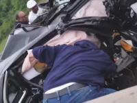 この中に人が?超速の逆走車が正面衝突事故を起こす瞬間とその事故現場の映像。