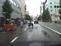 こんなのほぼ当たり屋だろ。金沢市で撮影されたおばさんの飛び出しドライブレコーダー。