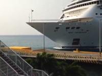 MSCクルーズの大型客船がホンジュラスで事故。ロアタンふ頭を破壊してしまう。