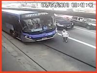 バスの死角。停車しているバスの前を横断しようとしたおばあちゃんが(°_°)