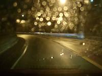 走り屋の真似事をしていた?デミオ乗りが雨のカーブで廃車にしてしまった事故のドラレコ。