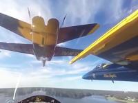 360度カメラで見るブルーエンジェルスの編隊飛行がすごい近い。ほんとスレスレ。