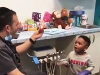 驚きのマジックで子供を魅了する歯医者さんの映像が人気に。大人も魅了されてしまう上手さ。