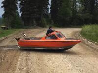 海外ではボートで道路や浅瀬を飛び越える遊びが流行っているみたい。