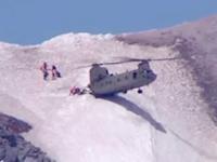 CH-47チヌークが山岳救助で斜面にお尻だけを着地させると言う神業を魅せる。