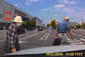 【埼玉】老夫婦で10円パンチ。人の車に傷をつけるババアの動画が話題に。