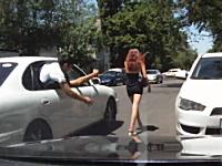 海外の痴漢野郎は豪快。車に乗ったままミニスカギャルのお尻を触るwww
