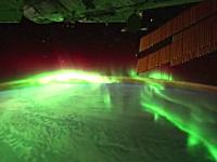上空350kmから撮影した美しすぎる夜の地球。ISS国際宇宙ステーション動画