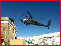 低空飛行していたAH-64アパッチ(攻撃ヘリコプター)が墜落してしまう瞬間。