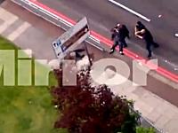 ロンドンの英兵殺害事件で犯人が警官に撃たれる瞬間の映像が公開される。