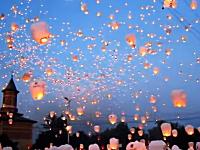 これは美しい。15000個ものスカイランタン(天灯)を夜空に浮かべるKan☆Do