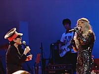 似たもの同士?wレディー・ガガとオノ・ヨーコがステージで共演してみた。