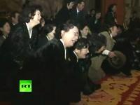 金正日の遺体の前で誰が一番悲しんでいるか大会が行われる。キタキタ動画