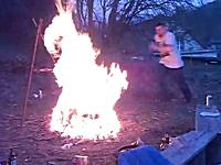 危険な火遊び。キャンプファイヤー飛び越え遊びで二人が同時にジャンプしてしまい・・・。
