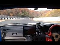 ブレーキが故障!素人レーサーが危険なスピードでクラッシュしてしまう瞬間