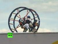 ロシアの鳥人間コンテストはおもロシア。まったく飛ぶ気が無い参加者たちw