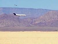 ボーイング727を砂漠に墜落させるテストの映像。ディスカバリーチャンネル