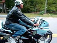 その発想はなかったwwww 新しい形の三輪バイクがとてもシュールwwww