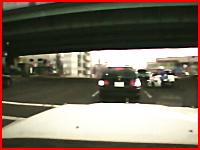 サイレンを鳴らした白バイにタクシーが突っ込む事故wwwこれはヤバいwww