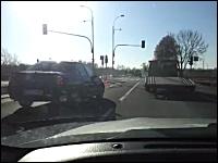 どうしてそうなったwww事故現場を通過したら驚いて笑ってしもうた動画。