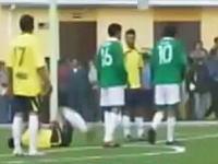 南米ボリビアの大統領がサッカーの親善試合中に相手の股間を膝蹴りww