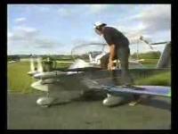 人が乗って飛べる世界一小さな飛行機