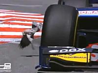 モナコGP(GP2)のフリー走行でマシンに轢かれかけた鳩ぽっぽのビデオ。