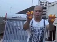 ポンポンポン!口を使って7つのピンポンでジャグリングする中国人が凄い