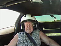 コークスクリューでママン絶叫wwwおかんを乗せてラグナ・セカ走ってみた