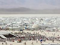 砂嵐に襲われ携帯も通じずお店も無い。過酷なイベント「バーニングマン2011」の様子を早送りで