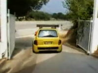 RenaultのミニバンにF1のエンジンをのっけたConcept Car
