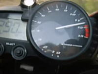 これは自殺行為。ノーヘルでバイクに乗って時速299キロwwwあほかwww