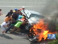 これは凄い映像。燃え盛る車の下から男性を救出する一部始終を撮影した動画