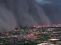 アリゾナ州を襲った巨大な砂嵐がヤバイ。幅80キロ高さ1500メートルっておい