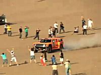 砂漠のレースってカッコイイよなあ。砂を巻き上げて爆走するロビー・ゴードン