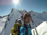 絶壁スキー失敗でスタート地点から滑落してしまう男性の動画。これは怖い。