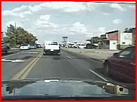これは避けられない。目の前の車が急に避けたと思ったら対向車がどーん。