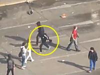 学生暴動で火炎瓶を投げつけた覆面野郎が実は18歳のブロンド少女だったと分かり話題に