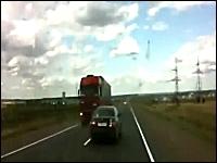 一台目ギリギリひやっと。二台目ミスって事故ってどーん。デンジャラスな道路
