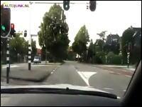 無謀GT-R乗りが狭い道で308km/h!高性能車は馬鹿に与えるもんじゃない。